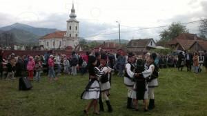Ansamblu folcloric local - Dansuri și jocuri populare la nedeia de la Taia – Petrila, a doua zi de Paști - luni 2 mai 2016