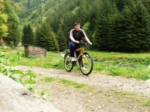 Cu bicicleta pe Valea Aușelu